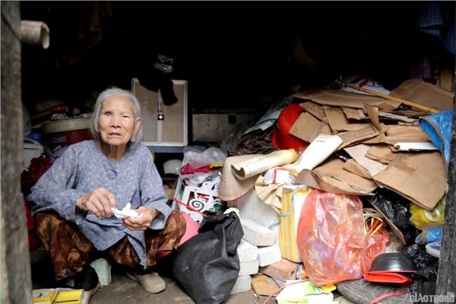 Cuộc sống ở xóm nghèo Hà Nội, lay lắt trong mùa dịch covid 19 (20/06/2021)