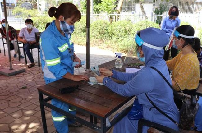 THỜI SỰ 12H TRƯA 20/06/2021: 46 công nhân vệ sinh môi trường tại Hà Nội bắt đầu được trả lương bị nợ từ năm ngoái