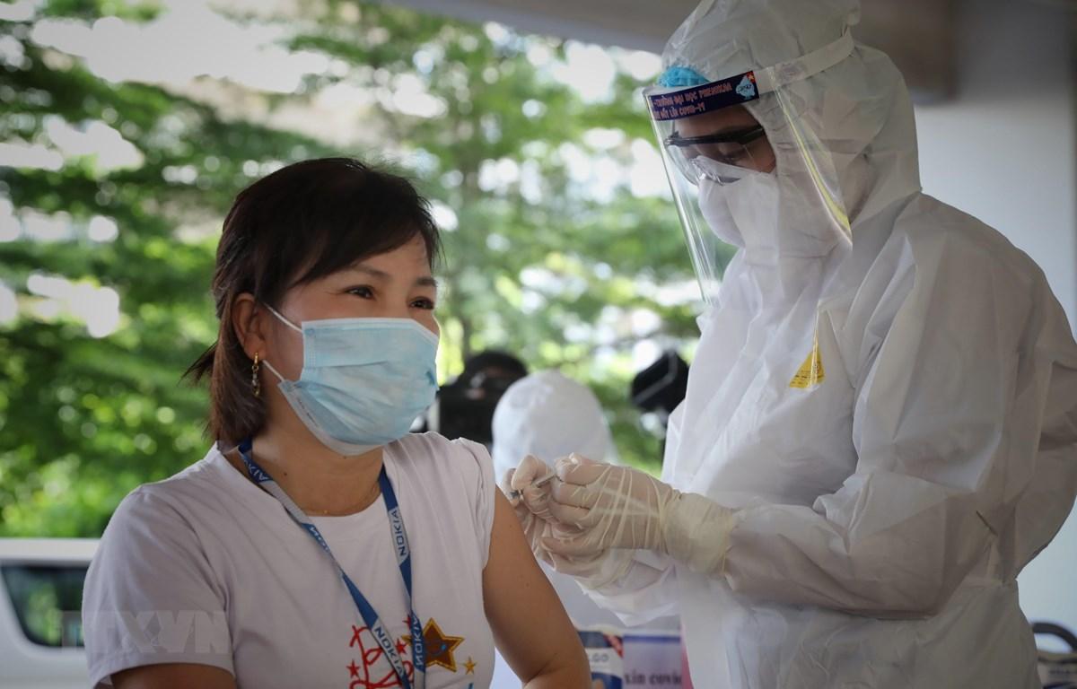 Vai trò của vaccine trong ngăn chặn sự lây lan dịch COVID-19, đặc biệt  tại các KCN (4/6/2021)
