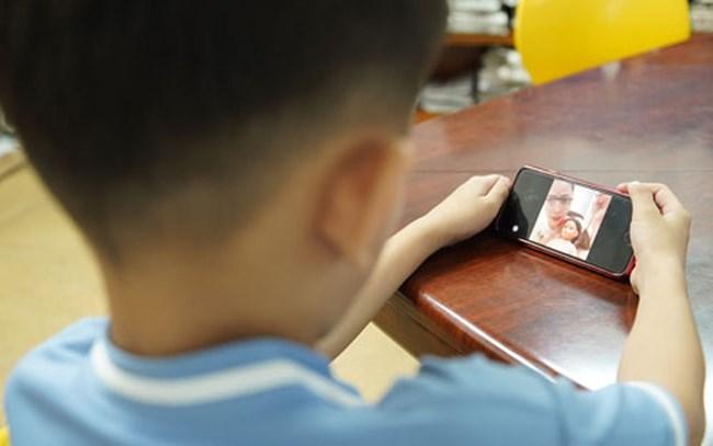 Bảo vệ trẻ em khỏi tác động xấu trên không gian mạng-Trách nhiệm thuộc về ai? (11/06/2021)