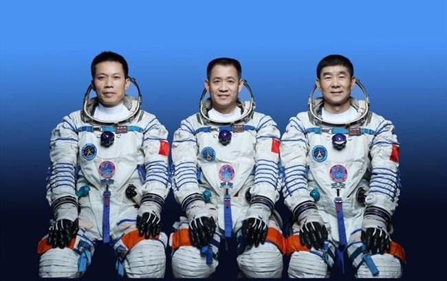 Trung Quốc đưa phi hành gia vào vũ trụ, thực hiện chuyến bay có phi hành đoàn đầu tiên (17/06/2021)