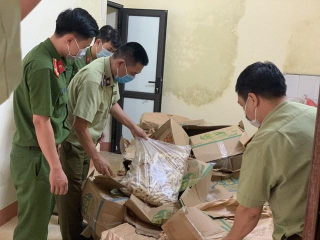 Lào Cai phát hiện và thu giữ hơn 1 tấn chân gà nhập lậu (18/06/2021)