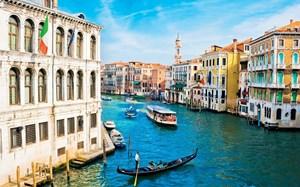 Những con tàu cánh ngầm chạy bằng điện đầu tiên trên thế giới ở thành phố Venice, Italia (13/06/2021)