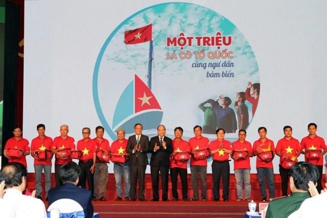 THỜI SỰ 6H SÁNG 11/06/2021: CT nước Nguyễn Xuân Phúc tặng ngư dân các vùng biển đảo cả nước 5.000 lá cờ Tổ quốc.