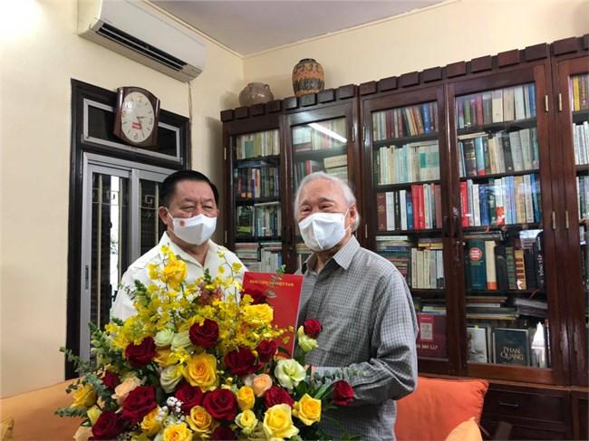 Trưởng ban Tuyên giáo Trung ương thăm chúc mừng các cơ quan báo chí và các nhà báo lão thành cách mạng (15/06/2021)