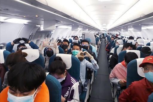 Chuyến bay giải cứu đưa 180 công dân Việt Nam từ Ấn Độ đã hạ cánh an toàn xuống sân bay Nội Bài, Hà Nội (17/06/2021)