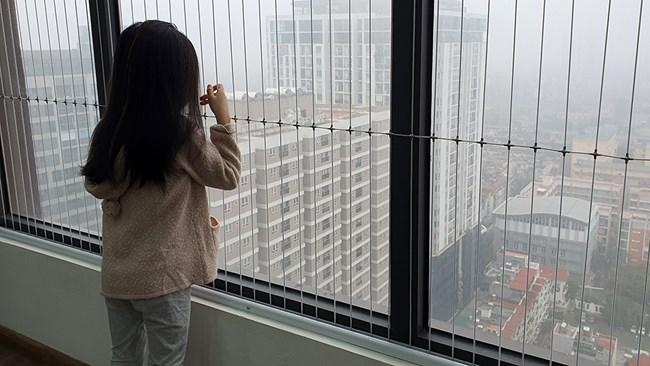 Báo động tình trạng mất an toàn ban công chung cư với trẻ nhỏ (03/07/2021)