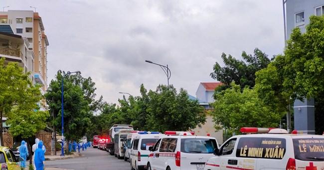 Những bác tài xung phong tham gia chạy xe cứu thương cùng tuyến đầu (12/7/2021)