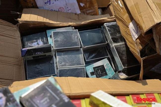 Hà Nội tiêu hủy hơn 7.000 sản phẩm trị giá gần 2 tỷ đồng (22/7/2021)