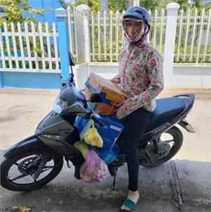 """Bạc Liêu: Thành lập """"Tổ phụ nữ đi chợ hộ"""" mua các mặt hàng thiết yếu giúp người dân (27/07/2021)"""