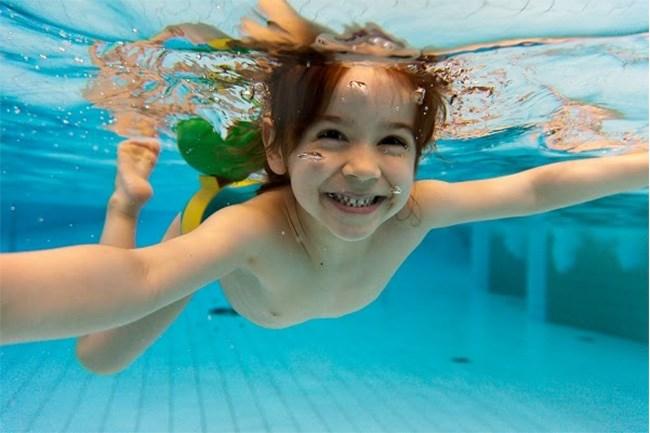 Lớp học bơi đặc biệt cho người tự kỷ tại Mỹ (7/7/2021)