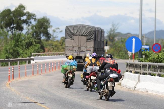 Bác tài đưa người lao động từ TP HCM về quê nhà tránh dịch (2/8/2021)