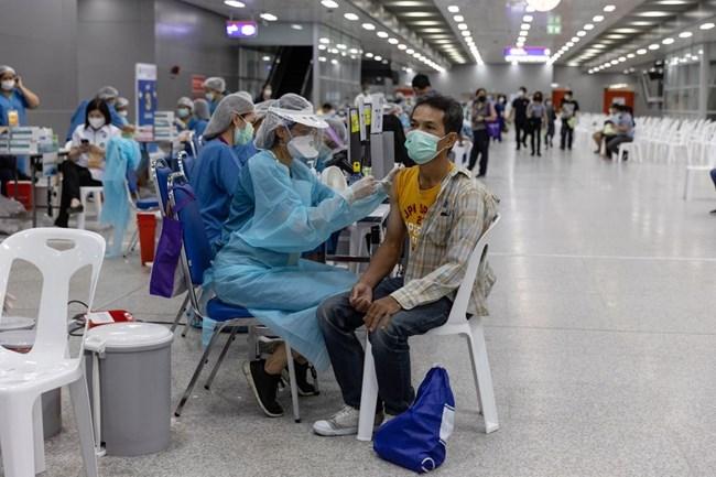 Nhiều nước thay đổi chiến lược tiêm vaccine, chạy đua với biến chủng Delta (1/8/2021)