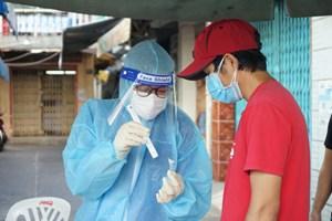 Hà Nam: Nhân viên y tế đến tận nhà dân lấy mẫu xét nghiệm Covid-19 (27/09/2021)