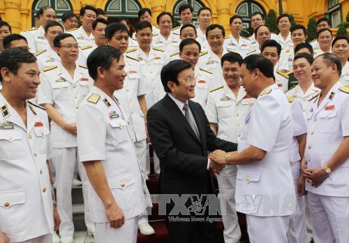 Thời sự trưa ngày 25/4/2015: Chủ tịch nước Trương Tấn Sang gặp mặt thân mật các cá nhân, đại diện tập thể tiêu biểu trong phong trào thi đua yêu nước của Quân chủng Hải quân