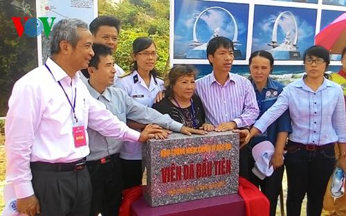 Thời sự chiều ngày 13/3/2015: Lễ đặt viên đá đầu tiên xây dựng Khu tưởng niệm 64 chiến sĩ đã hi sinh trong trận chiến bảo vệ đảo Gạc ma, quần đảo Trường Sa thuộc chủ quyền của Việt Nam