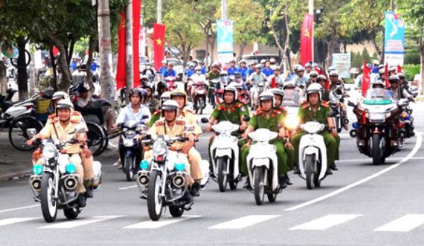 Thời sự trưa ngày 20/01/2015: Các địa phương trên cả nước ra quân thực hiện nhiệm vụ Năm An toàn giao thông 2015 và mở đợt cao điểm Tết Nguyên đán Ất Mùi