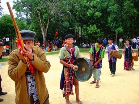 Tìm hiểu nét đặc sắc về hát Lý, nói Lý của đồng bào Cơ Tu ở vùng cao tỉnh Quảng Nam. (11/02/2016)