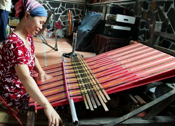 Nông nghiệp và nông thôn ngày 19/12/2014: Xã Phúc Sen, huyện Quảng Uyên, tỉnh Cao Bằng - Giảm nghèo từ nghề làm thổ cẩm