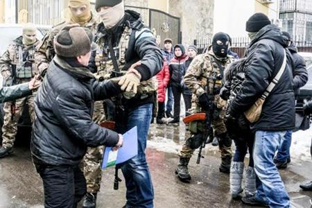 Đại sứ đặc mệnh toàn quyền nước ta tại Ucraina làm việc với Cơ quan An ninh Ucraina về vụ bắt, khám xét khu Làng Sen của người Việt tại Odessa. (Thời sự chiều 18/02/2016)